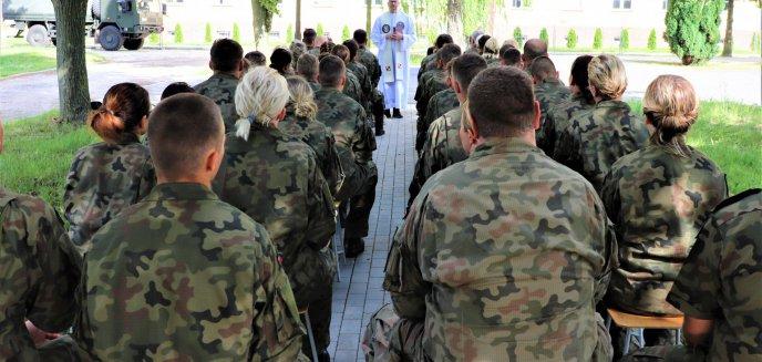 Artykuł: Żołnierska rzecz: jedni ćwiczą inni się modlą!