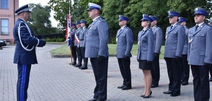 Artykuł: Odznaczenia i awanse z okazji powiatowych obchodów Święta Policji